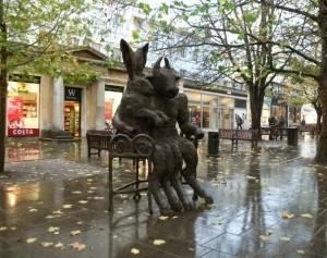 cheltenham-statue